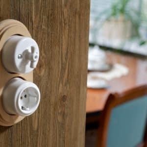 włącznik / wyłącznik światła / gniazdo elektryczne